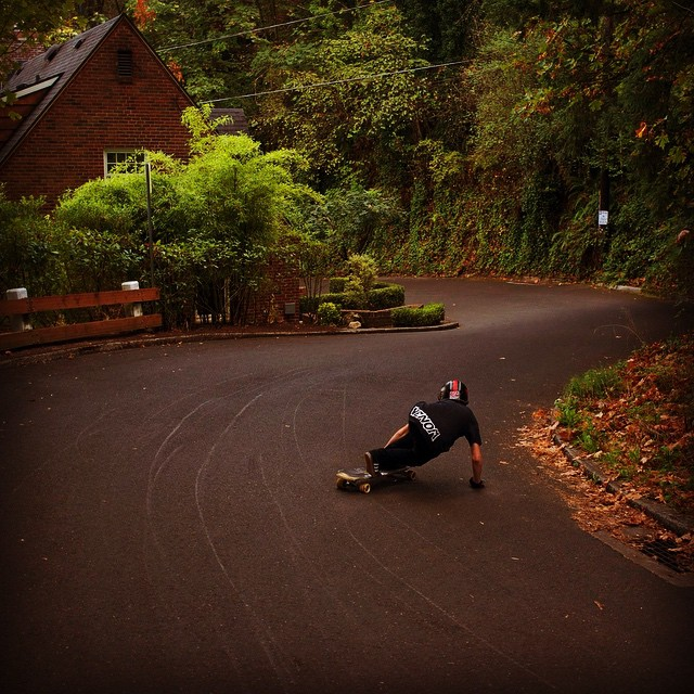 Team rider @emmetwhite coming into some corners in Oregon. Photo: @nathan503  #dblongboards #venombushings @venombushings #grom #pdxgrom #pdxdownhill @aeratrucks #aeratrucks #portland #predrift #longboarding