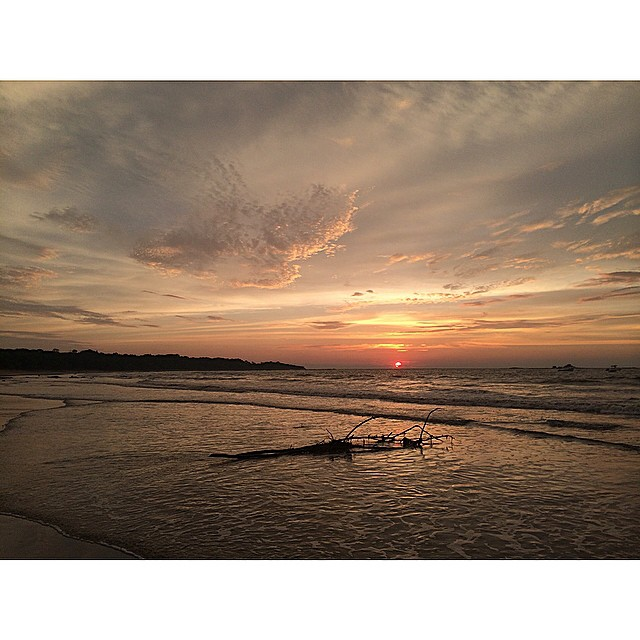 Buenas Noches #tamarindo #costarica #puravida #miola #getoutthere #sunset