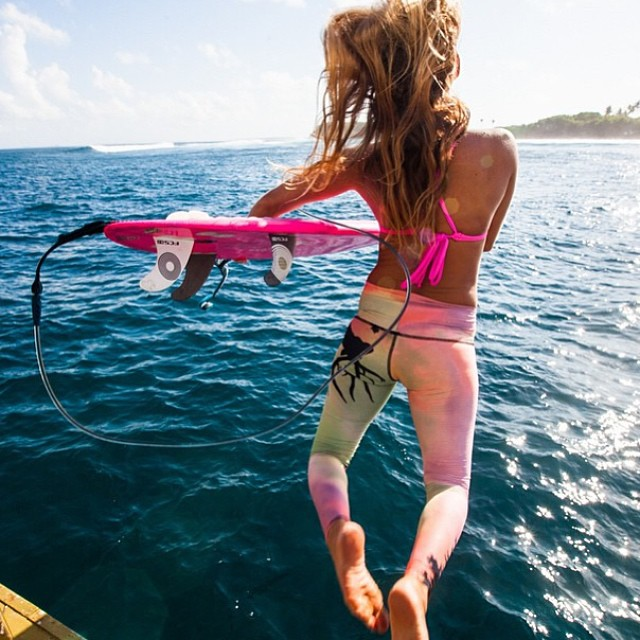 #jump into your #weekend with @alisonsadventures #pink #bikini made from #recycled #plastics -- #becutebeECO -- #kalinda #top in #akala -- #alohafriday #teekipants #sarahleephoto