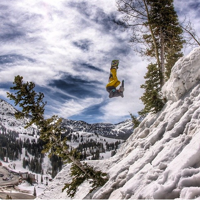 Team rider from #Utah @shansen212❄️#SnapBack on sale through our website!❄️#FrostyHeadwear #FrostyVision #Snowboarding