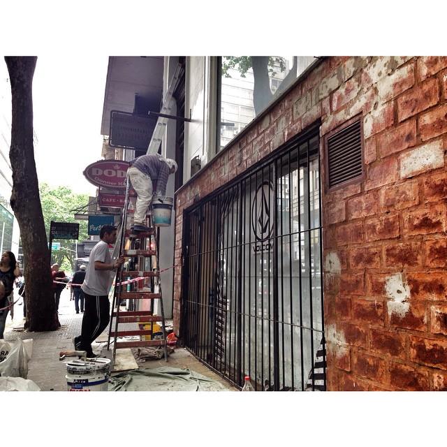 New store in town! La familia #Volcom se agranda! Muy pronto Volcom Store Rodriguez Peña abre sus puertas #NewStore #VolcomRodriguezPeña #comming #Volcom