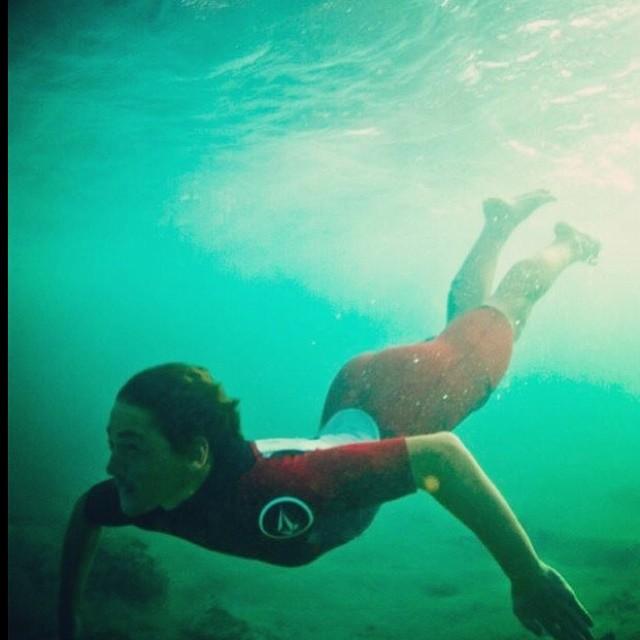 En su segunda temporada en Hawaii @felisuarez1 por @juanbacagianis #hawaii #volcom #volcomfamily #surf