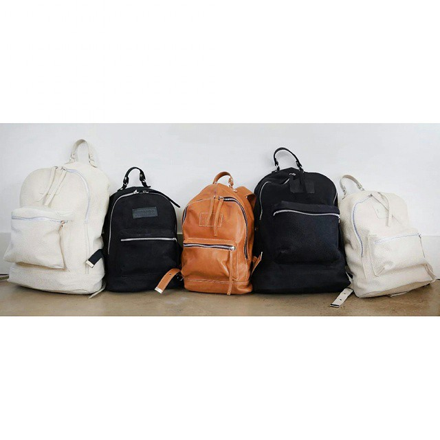 En crudo, negro y suela. #leather #backpacks