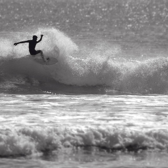 Some weekend #Maine action by @jake_casey27 photo John Casey #coldwatersurf #newengland #fall #surf