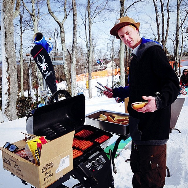 Back to last season, the season of contests and hotdogs. The homie @mcneildiamond on the grill always having fun and repping his custom STZ hoodie! Stoked for the STZ // SR crew to host the opening weekend contest this year, nov 23rd #stzlife #tbt #atp...
