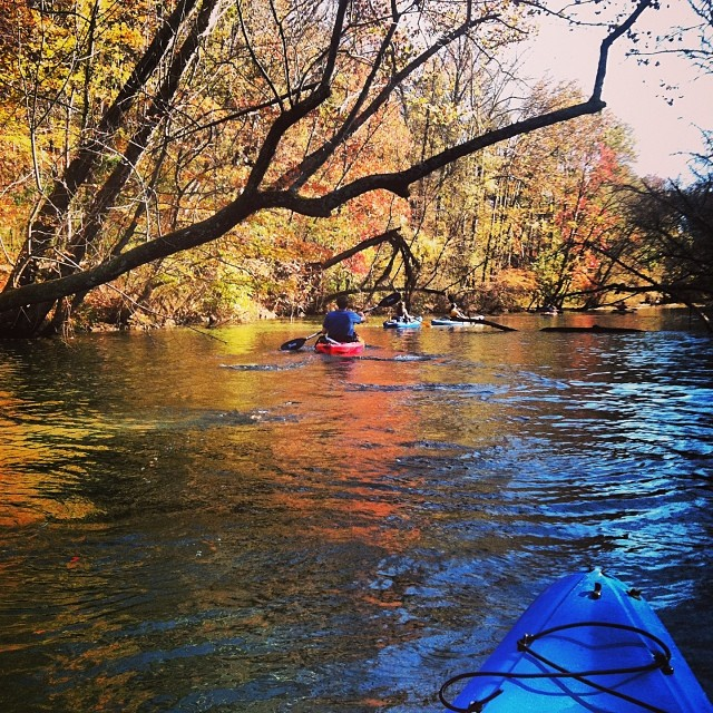 Sunday what day? Solid Kayak trip with some homies.  #stzlife #nclakes #fallcolors #winteriscoming #happypaddles