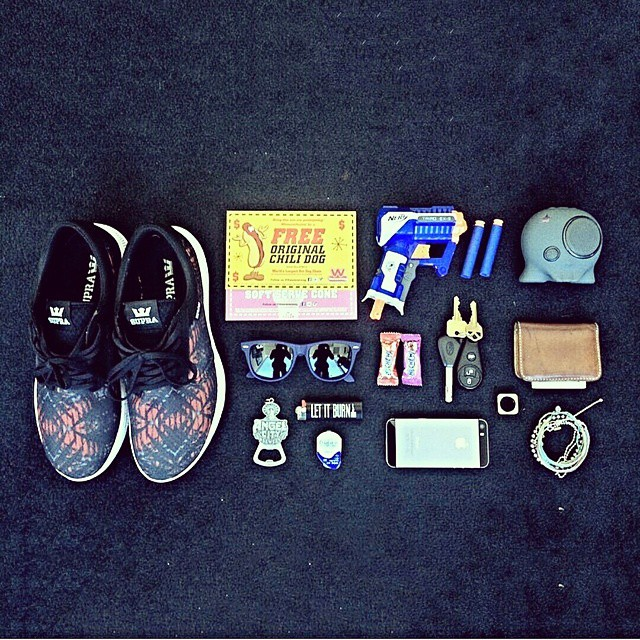 @travv getting ready for the day #essentials #music #musthave