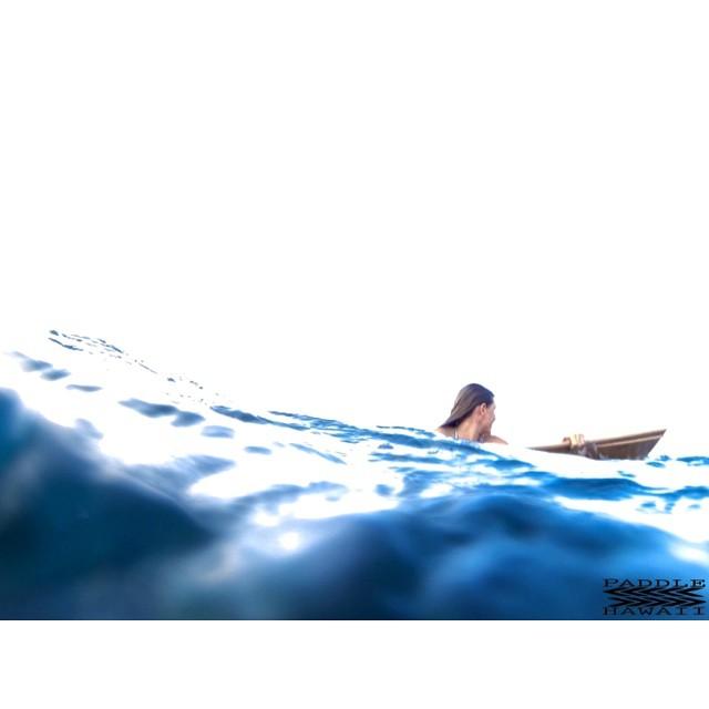 Keeping cool.  #makeitspecial #creatingmemories #wiseguides #lifeinhifi #paddlehawaii #hollowboard @swellliving #havingalook #imaginelifestyle #npsurf #itakebioastin #kaenon #konaboys #gopro