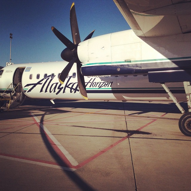 The love of traveling to new destinations. #thrivetravel #washington #alaskaairlines #snowboard #ewu #thegrind