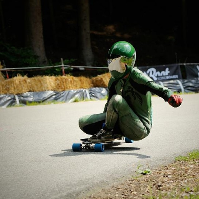 Head over to www.longboardgirlscrew.com and watch Tina Zibeline's latest raw run in Austria. Kristýna Těšínská Photo #longboardgirlscrew #girlswhoshred #TinaZibeline