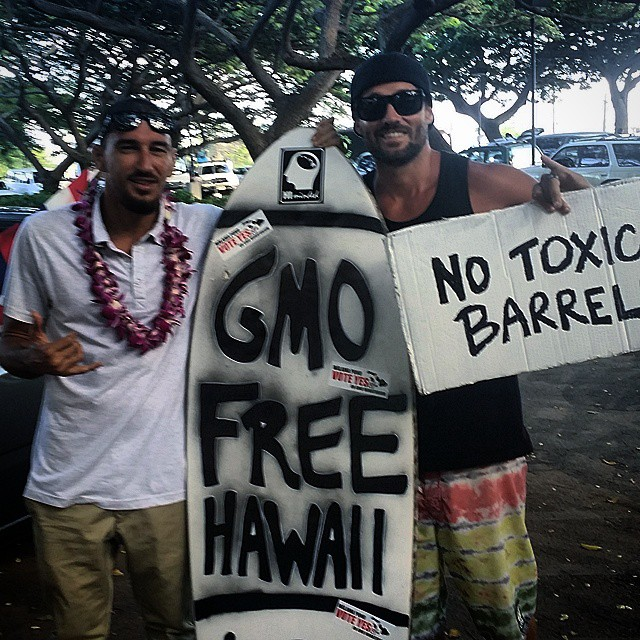 Big mahalos to pro surfer Dustin Barca for coming over to Maui for the day and supporting the 'Vote Yes' rally.  GMO FREE HAWAII!!! NO TOXIC BARRELS!!!!! #himinded #maui #hawaii #aloha #808 #shakamovement #surfcompany #gmofreehawaii #gmofree...
