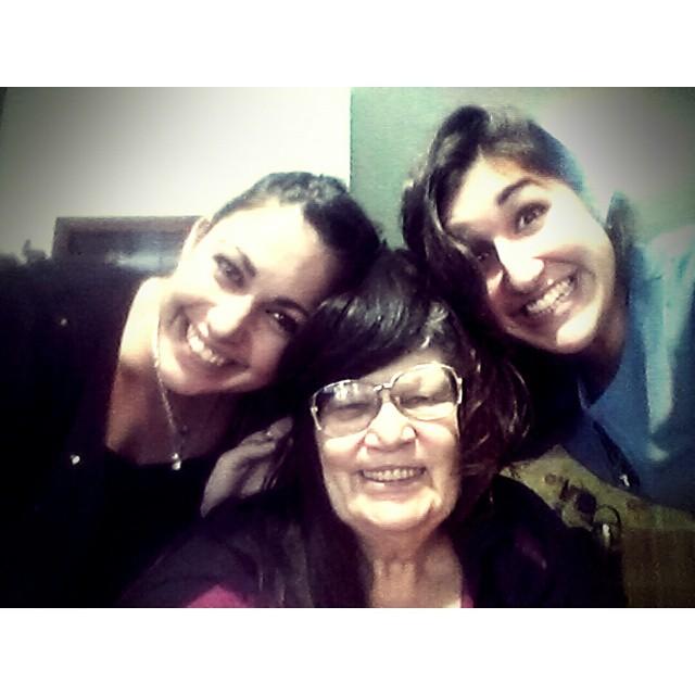 La Nonna morocha de ojos azules. 'Come e di quanto, perchè ti tanto voglio. Ìo non so, perché.' Amor eterno a ellas ♥ #locuras #crazy #bella #nonna #amore #nipoti #nipotina #felicita