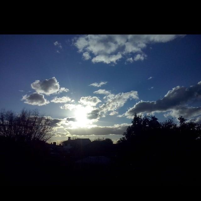 Desde mi ventana. #cielo #sky #Sol #sun #cielosdebuenosaires #atardecer #love #loves_argentina