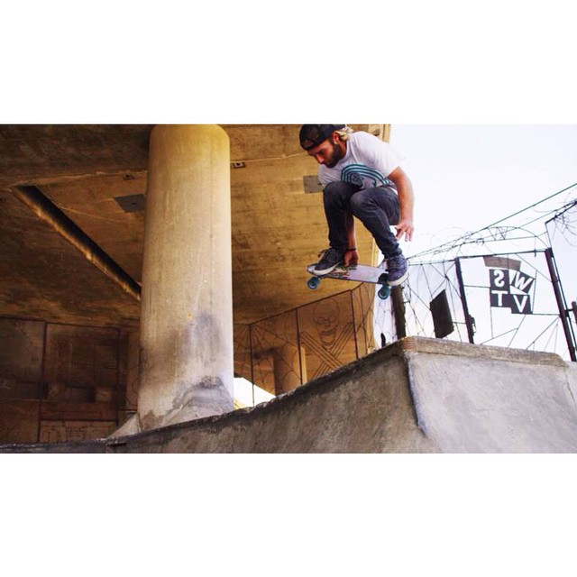 @robertfreschaufjr in his natural habitat #jellyskateboards #jellylife #sandiego #skatepark