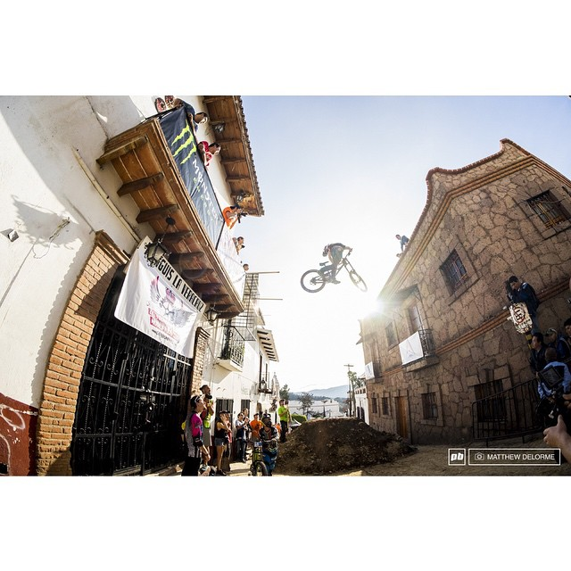 Here's a massive whip of Wil White from this weekends Taxco Urban DH race to help send you into your Monday. |