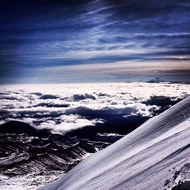 A fresh coat @timberlinelogde is building up the base for an epic winter! Are you ready? #iNi #Snow14