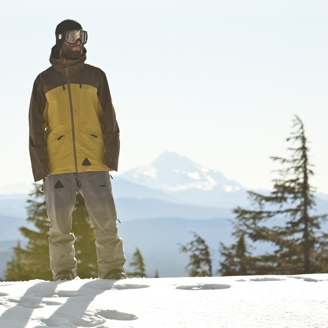 #WinterIsComing ... #IsYourKitComplete ? 20k, Three-Layer #PeakJacket and #ArchPant . #ShopLocal @boardroomshop ♻️