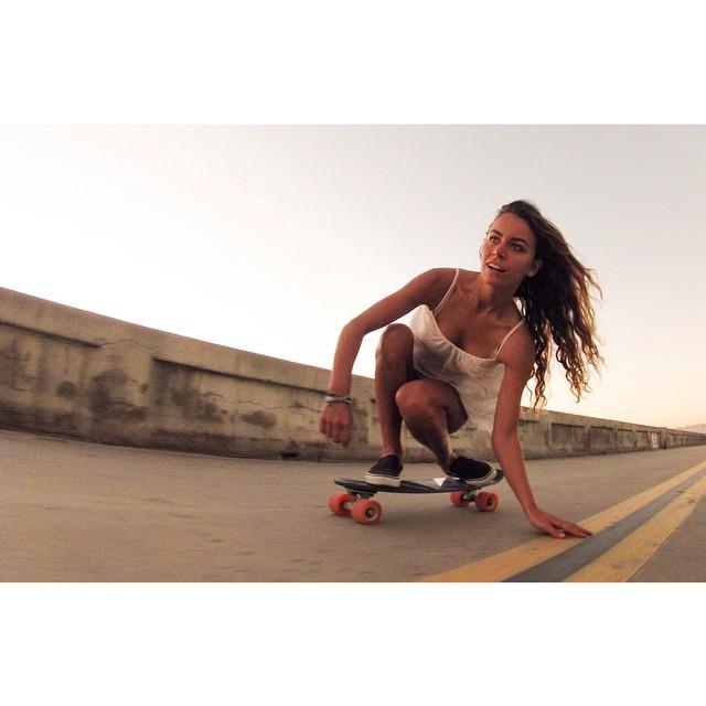 coastal cruising #jellyskateboards #jellylife #pacficbeach #surfskates || Rider: @louisemaurisset