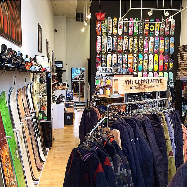 @pistoleboardshop in #Spokane , WA displaying one of our new Reclaimed-Wood racks on their incredible show floor. If your up in the #PNW this season, we recommend cruising by and checking out their operation. #RiderOwned #RiderManaged ♻️...
