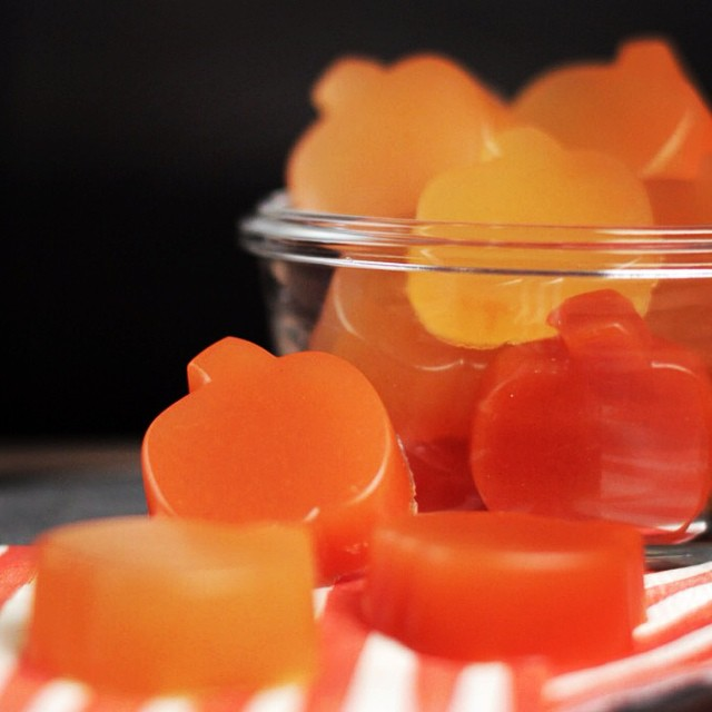 HAPPY #HALLOWEEN WEEK!  #Pumpkins, costumes, and… #candy galore.  We're still not sure why things that are so bad for our bodies taste so good, but you know what?  These super simple gummy treats are made from fresh fruit & veggie juice and taste WAY...