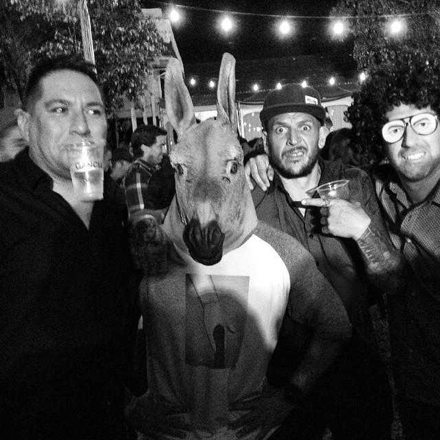 Postales de la noche #Volcomfootwear @djBuey @julianvarde @mvarbaro y el burro. @ferhermida15 #Volcom