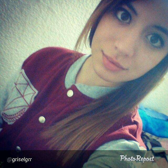@griselgrr con su campera diamante. Perfecta para hoy. Etiquetanos en tu foto!  #perrabastarda