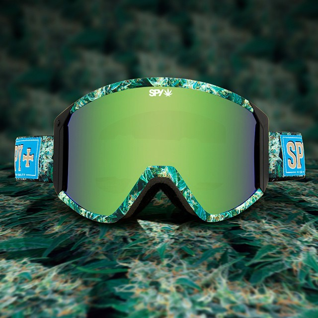 Light up your face in the Field of Dreams Raider snow #goggle.  Snag it now at your favorite retailer, or through the link in our profile.  #SEEHAPPY