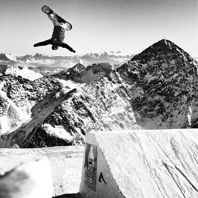 This rad shot of boarder #danielmoesl is in #issue29 's Checking-In section on #Germany Shot by #HansMartinKudlinski #steezmagazine