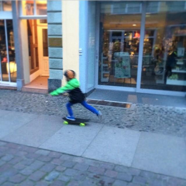 The Minnow heading to school in Germany with @sushilogger #NetsToDecks #VivaBureo