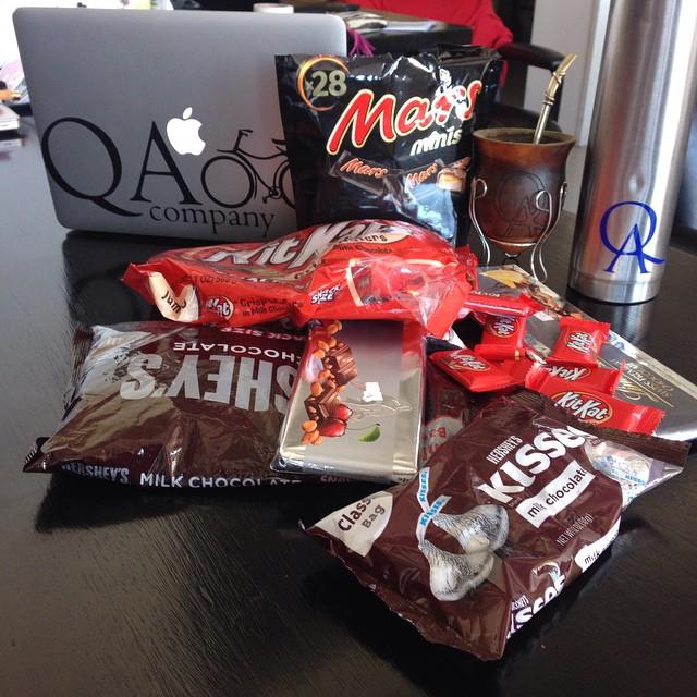 ¿Qué hay que llevar a la oficina cuando uno se va de vacaciones?  Gracias @tincholopez @paulijoseph @carocanaria  #theQAlife  www.QA.com.ar