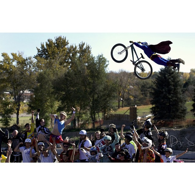 Just Superman throwing a Superman. Your @VitalMTB shot of the day | #VitalMTBDailyShot #Superman #SuperSteeze