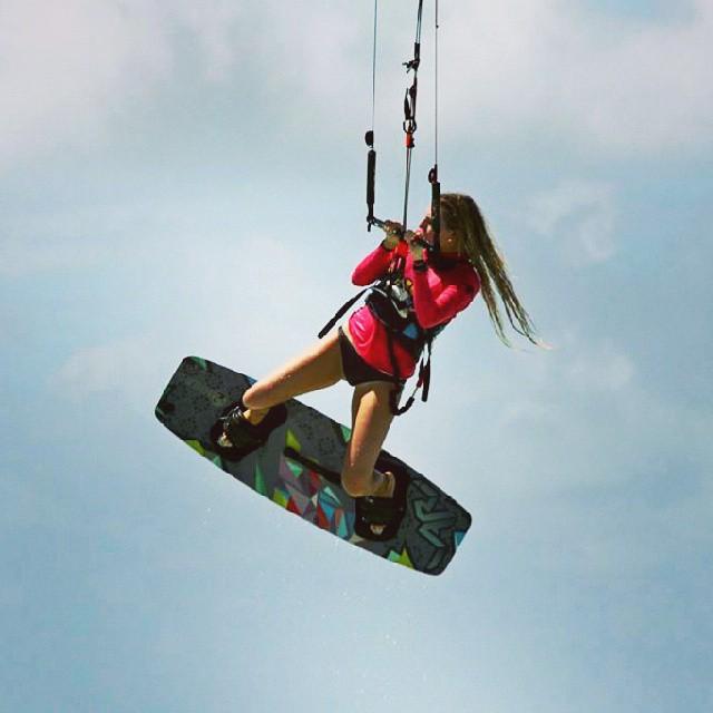 Nuestra rider paulita hastrup destruyendola #paulita #es #wow #kitesurfing