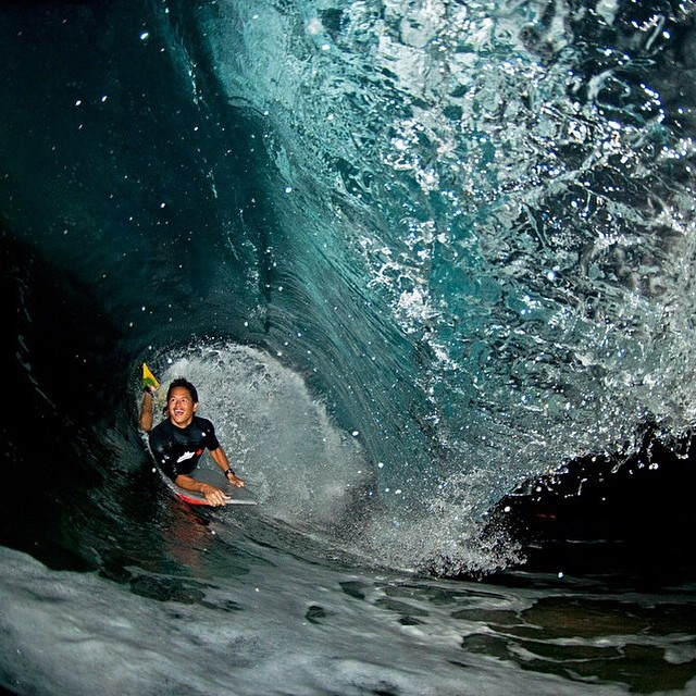 @lau_z_foto gets barreled while you sleep