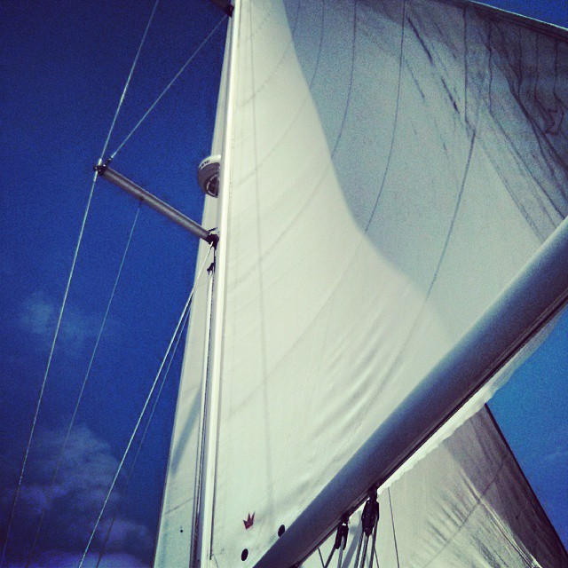 SALIR AL SOL. #sailing #donatuvela #sunday #enjoy