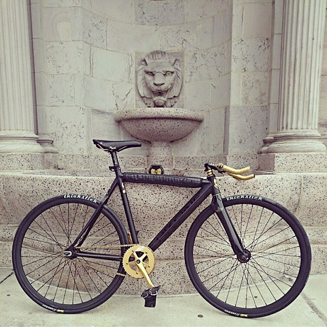 Color coordination is #essential #black #gold #wutangclan #thickslick #fixedgear