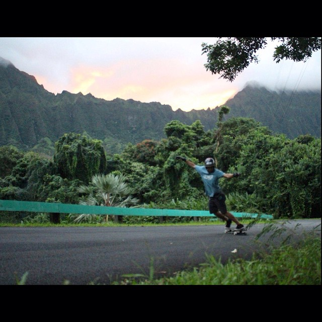 Happy Monday! @nebulas_nakanelua out enjoying another lovely downhill day in paradise! #calibertrucks #hawaiistyles