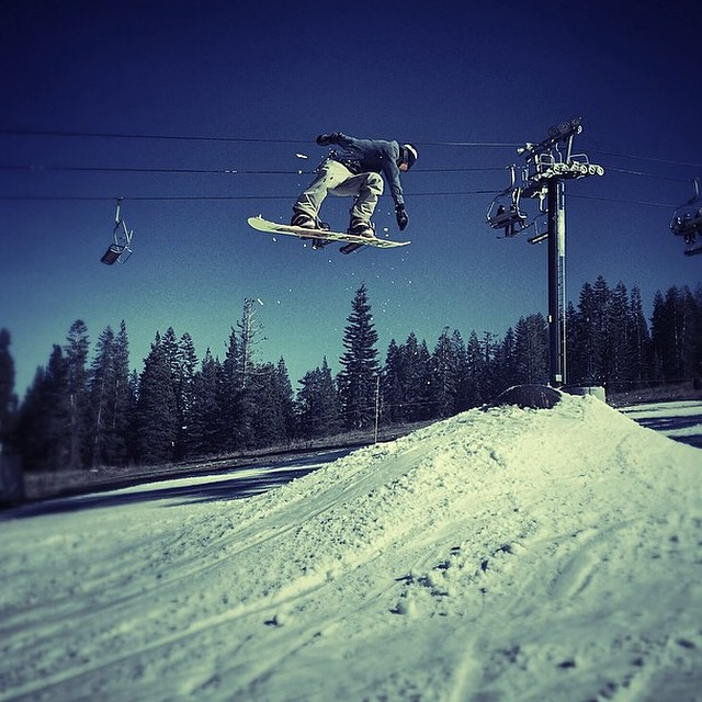 #regram from @borealmtn of Flux rider, Lenny Mazzotti ripping a backside 180 off the wrecking ball feature. Dis you know that Boreal/Woodward is open? @woodwardtahoe #flux #fluxbindings #snowboard #snowboarding ❄️