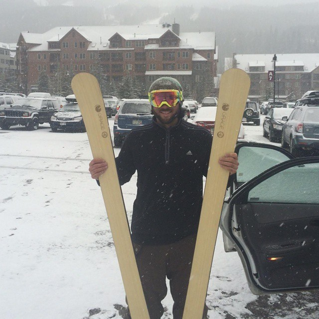 It's dumping in Summit, #Colorado. @cujo28 enjoying the day #Murdoch #orangehot #skiing #snowing #winter