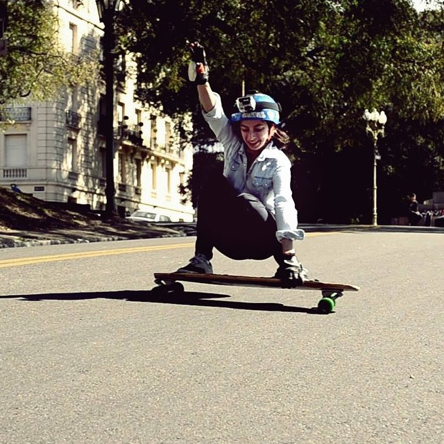 Go to www.longboardgirlscrew.com and check the new South America Shredders interview featuring #Argentina rider Pauli Rulli! This lady kills it freeriding. Morena Noguera photo.  #longboardgirlscrew #girlswhoshred #paulirulli