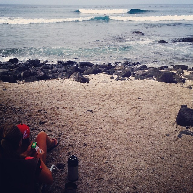 Inbetween heats at the #hasa  #surfcontest @domnokaoi @zirk013 @swellliving @kaenon @rawelementsusa @organik @konaboys @rareform @imaginesurf @odinasurf #finals #headtohead #illblockforyou
