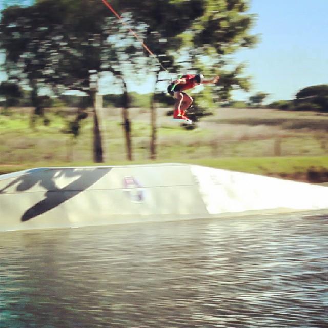 Ezequiel marando rider #WOW transfereando un backlip en ipora wakepark corrientes #acidwinchcrew #wakeboardteam
