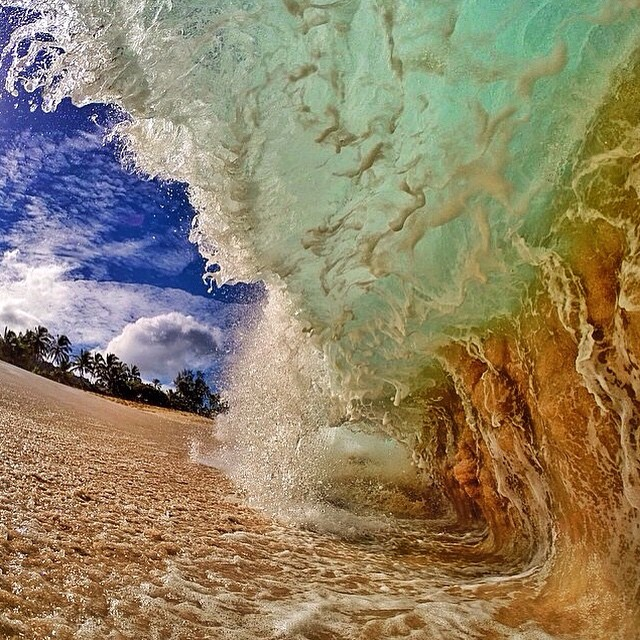 Here's a nice beach treat caught by pro photographer @kekoopono #kameleonz #lifesabeach #thisismybeach #beach #treat #waves #wavewednesday #epictravelspots #travel #gopro #hero4 #kinect