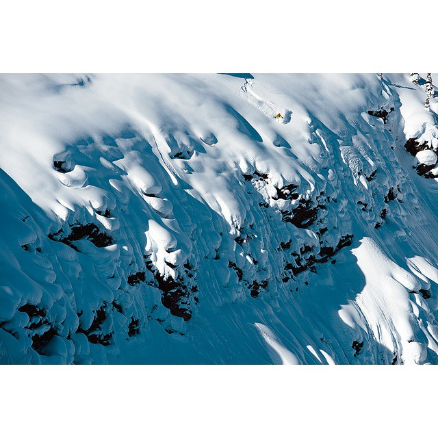 You may recognize this @eric_hjorleifson line from @msp_films shoot in BC's Esplanade Range. Spoiler Alert: He skiied it again and sent it. In typical style, however, Hoji made it look even better than the first time. For the full #Hoji profile, check...