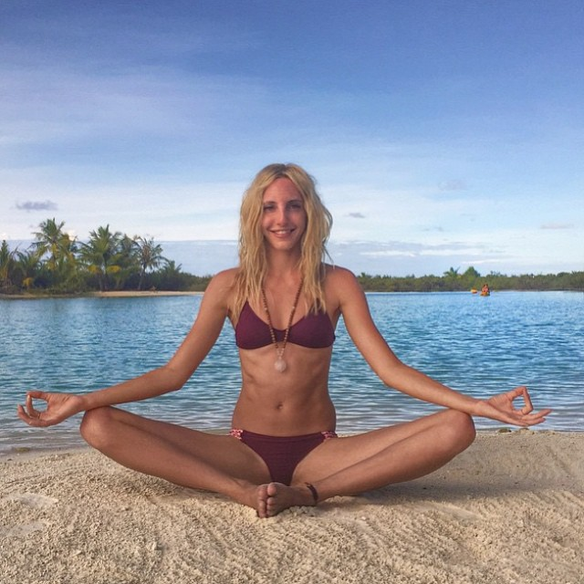 @gypsetgoddess finding a #zen #moment in her @gowithoutwalls #berry #splash #boho #surf and boho #short