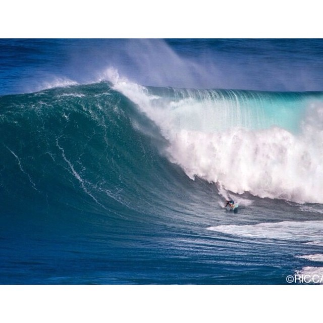 @ian.walsh is on a bomb in this photo taken at Jaws yesterday!! XXL candidate for sure.