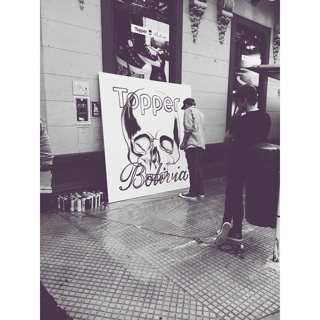 En el evento de #TopperBolivia ✌️ @topper_argentina #apple #iphone #art #streetart #graffiti #shoes #clothes #sneakers #fashion #palermo