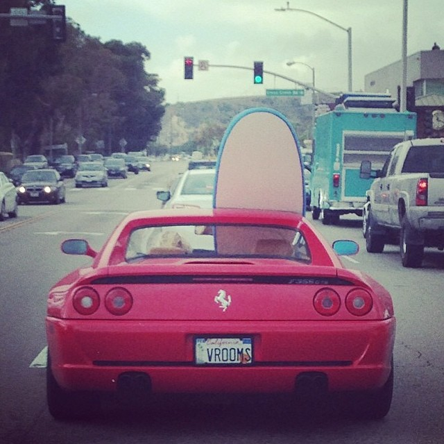 Here is your Friday Funny from @kook_of_the_day. Only in Malibu