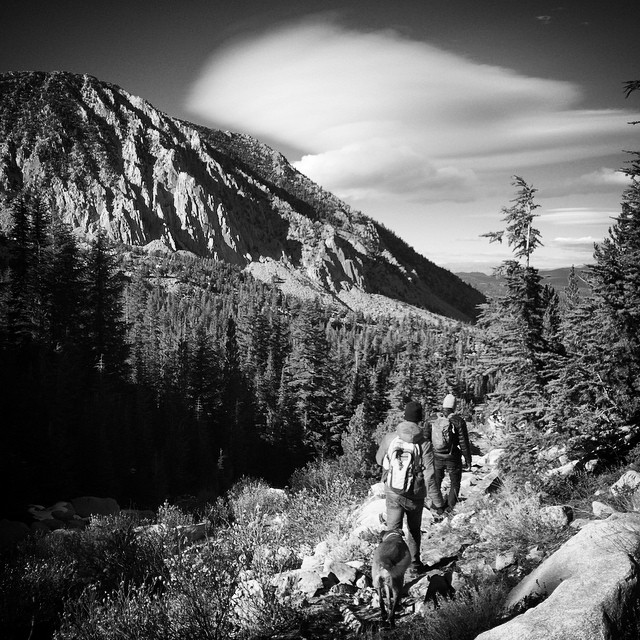 #bwchallenge 4/5 day hikes with dog and friends. Valentine Lake, Sierra Mountains, CA. Today we challenge GNAR Brand Ambassador, Mtbiker, fisher, boarder, backpacker @kevinjlundberg #GNARCISSISTIC #mammothstories