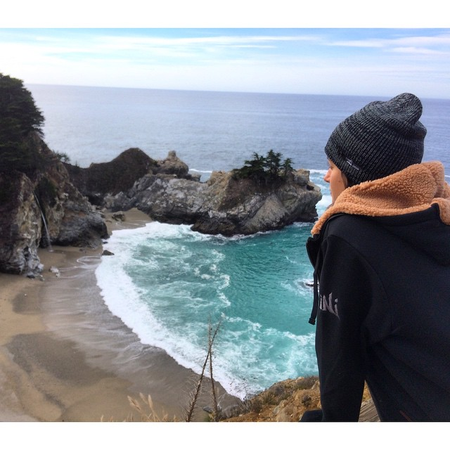 Chilly day in #BigSur . #SherpaFleece and iNi Heather Beanie helping us stay warm . #MindfullyManufactured ♻️ #GetOutside