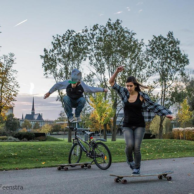 Go to www.longboardgirlscrew.com and check Kim Klunder from Longboard Girls Crew Holanda and her partner Maarten Frouws, after becoming parents lonboarders long-time, left their newborn with a friend and went for a rider to shoot a longboard video....